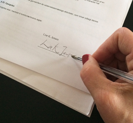 Underskrift på ansættelseskontrakt